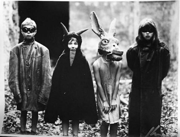 creepy-vintage-halloween-costumes22-1